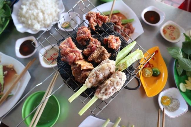 កន្លែងដើរលេង និងបរិភោគអាហារនៅទីក្រុង Chau Doc