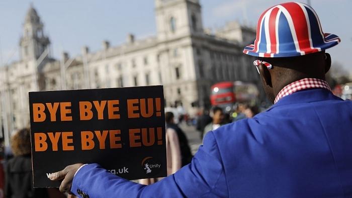 សភាអឺរ៉ុបអនុម័ត Brexit