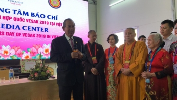 ឧបនាយករដ្ឋមន្រ្តីវៀតណាម លោក Truong Hoa Binh អញ្ជើញជួបសំណេះសំណាលជាមួយអ្នកយកព័ត៌មាននៅ Vesak 2019