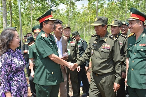 គណៈប្រតិភូក្រសួងការពារជាតិនៃព្រះរាជាណាចក្រកម្ពុជា មកបំពេញទស្សនកិច្ច និងធ្វើការនៅខេត្ត Binh Phuoc