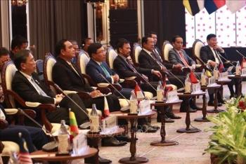 ថ្នាក់ដឹកនាំជាន់ខ្ពស់អាស៊ានជួបសន្ទនាជាមួយតំណាង ASEAN-AIPA, យុវជនអាស៊ាននិង ASEAN-BAC