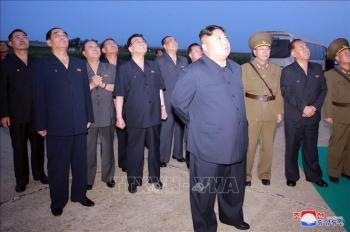 ថ្នាក់ដឹកនាំកូរ៉េខាងជើង លោក Kim Jong-Un ត្រួតពិនិ្យការបាញ់សាកល្បងអាវុធថ្មី